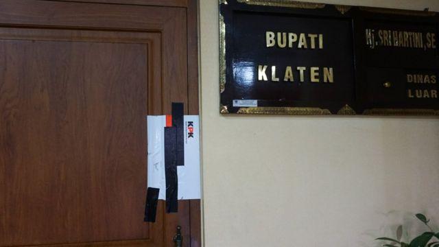 Ruang kerja Bupati Klaten Sri Hartini yang sudah disegel oleh KPK menyusul operasi tangkap tangan terkait dugaan suap promosi jabatan pada Jumat (30/12).