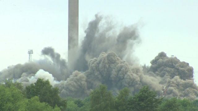 Demolition of boiler house at Didcot power station