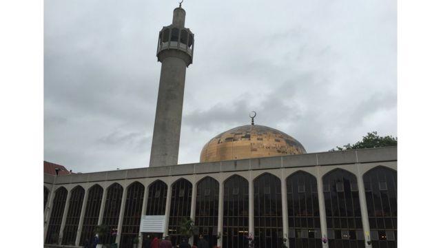 La mosquée centrale de Londres accueille en son sein des fidèles venus de plusieurs continents
