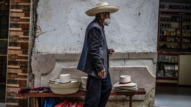Vendedor de sombreros en Lima.