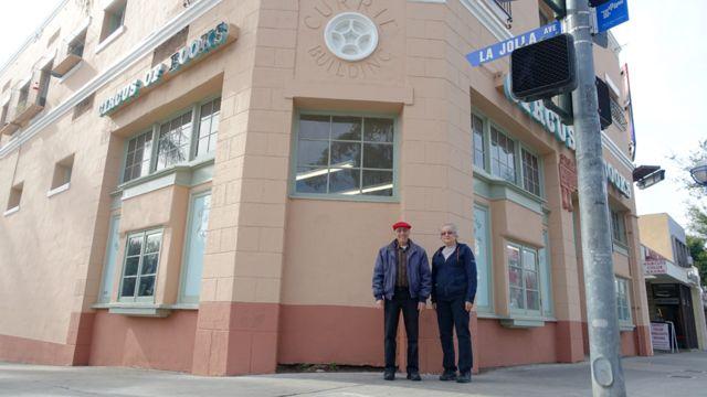 Beri i Karen ispred prodavnice u Zapadnom Holivudu