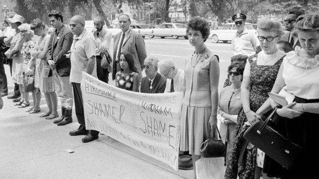 Protestas contra la guerra de Vietnam en las afueras de la Casa Blanca.