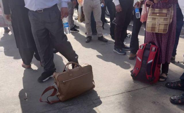 Penumpang di bandara Kabul