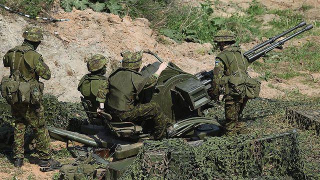 эстонские солдаты на учениях