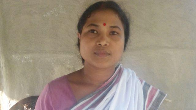 संरक्षित देव पहाड़ से सटे नौ पथार गांव की एक महिला.