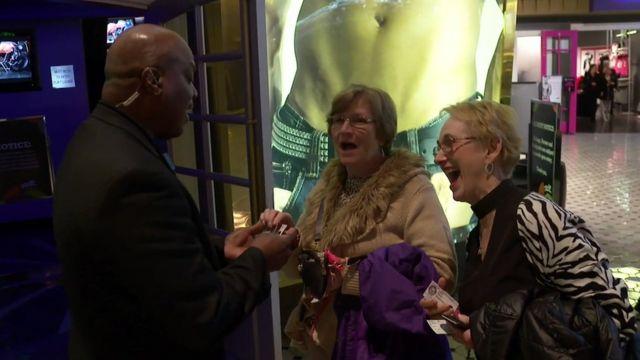Mujeres llegando al Chippendales show