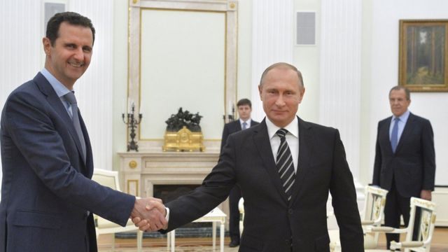 Bashar al Asad saluda a Vladimir Putin
