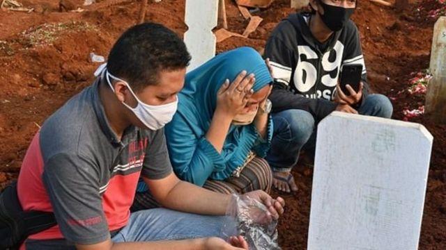 Endonezya, Asya'da salgınlardan en çok etkilenen ülkelerden biri oldu.