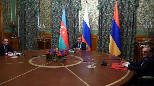 وزراء خارجية أرمينيا وأذربيجان وروسيا يجرون محادثات لوقف إطلاق النار في ناغورنو كاراباخ