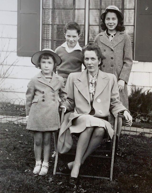 Frances Talbott Miller com seus três filhos, Jane, Emily e Richard