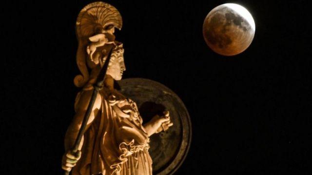 A 'Regra de Ouro' é um elemento comum a todos os movimentos filosóficos que emergiram na Era Axial