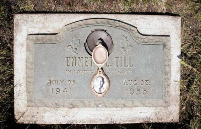 Inscripción en la tumba de Emmett.