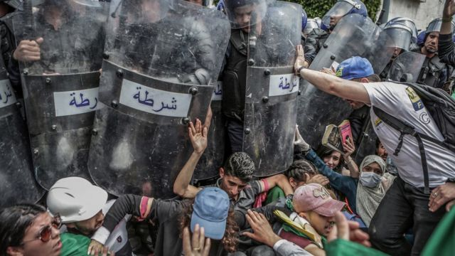 Manifestación antigubernamental en Argel.