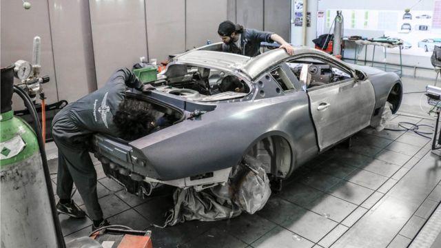 همه ماشینها دستساز است و ساخت هر کدام شش ماه طول میکشد
