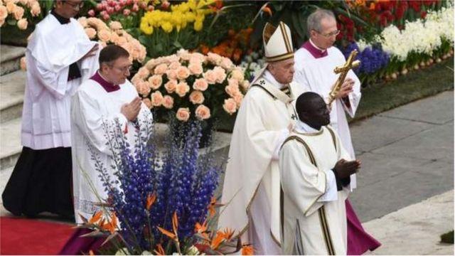 Kiongozi wa kanisa Katoliki Duniani Papa Francis amelaani vikali mashambulio hayo.