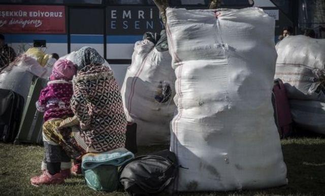 Suriyeli bir mülteci ve çocuğu