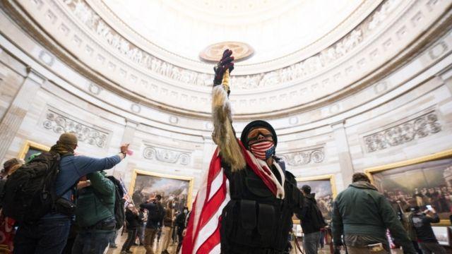 En fotos: el asalto de los seguidores de Trump al Capitolio de Washington -  BBC News Mundo