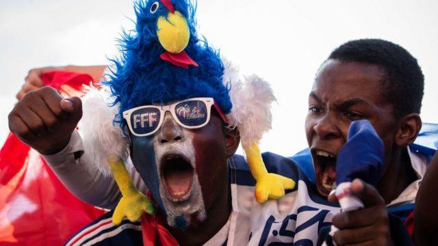 La joie sur le visage des Français et l'espoir grandit dans leurs cœurs après la victoire des Bleus sur les Diables rouges de la Belgique en demi-finales.