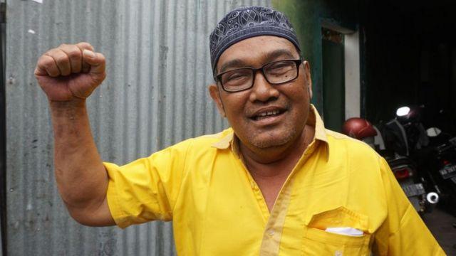 Suprobo, seorang pengagum Suharto, menilai ketegasan ala Suharto dibutuhkan untuk stabilitas politik