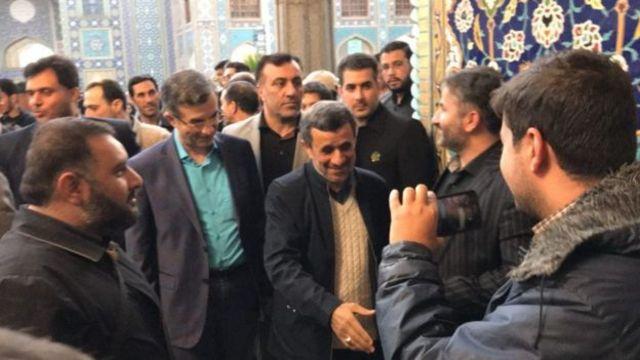 آقای احمدینژاد به همراه اسفندیار رحیم مشایی، یار نزدیک خود، حدود ده روز پیش به شاه عبدالعظیم رفته بود
