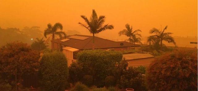 Céu laranja sobre Merimbula, em Nova Gales do Sul, na Austrália
