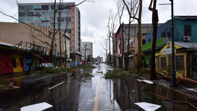 「マリア」通過後のプエルトリコ・サンフアンの市街地(20日)