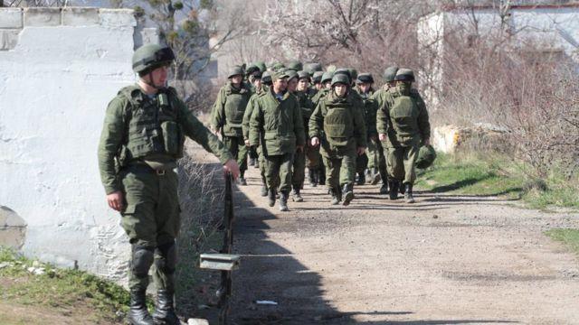 Російські військові у Криму без опізнавальних знаків