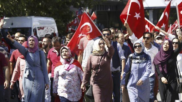 Manifestação contra o golpe em Ancara
