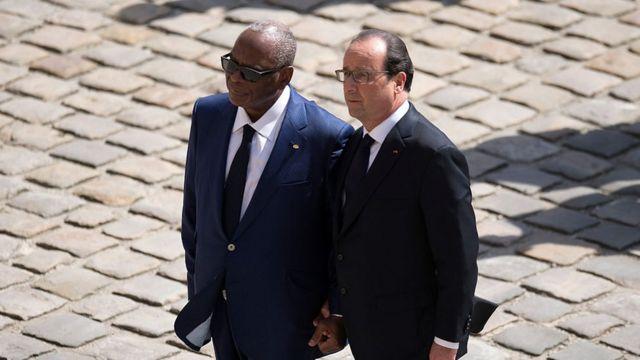 Les présidents Keita (G.) et Hollande (D.)