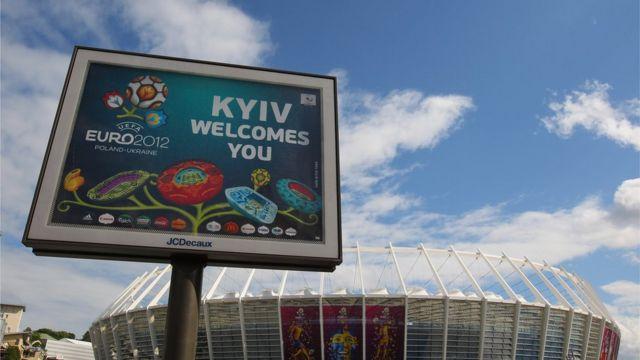 Kyiv welcomes you - знак до Євро-2012