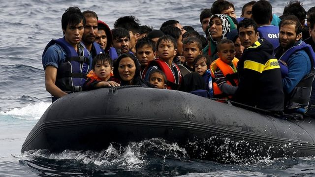 Lesbos struggles as 4,000 migrants arrive daily