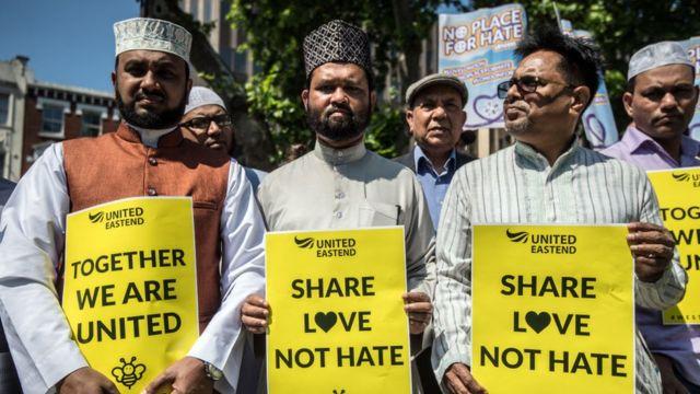Прихожане лондонской мечети собрались в память жертв теракта в Манчестере