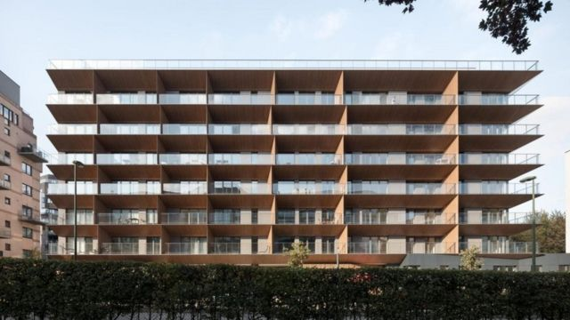 قد تسهم الشرفات المصممة بزوايا مائلة في رفع درجات الحرارة الداخلية بضع درجات مئوية