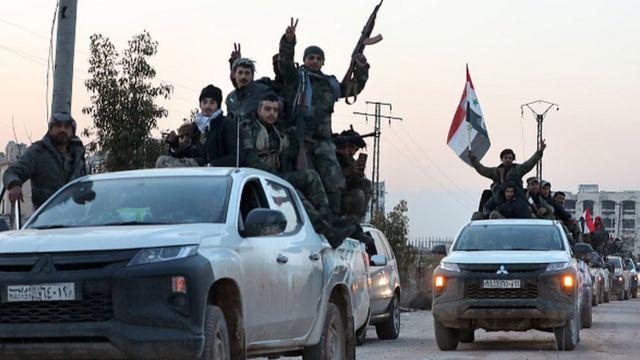 Suriye ordusu askerleri İdlib'de