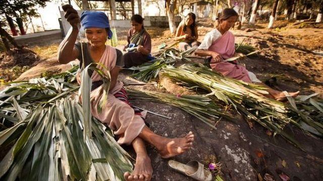 Dans la société khasi, la richesse, les biens et les noms sont transmis de mère en fille.
