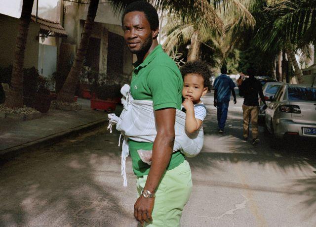 Cheikh et Zoe à Point E, un quartier central à Dakar, au Sénégal.