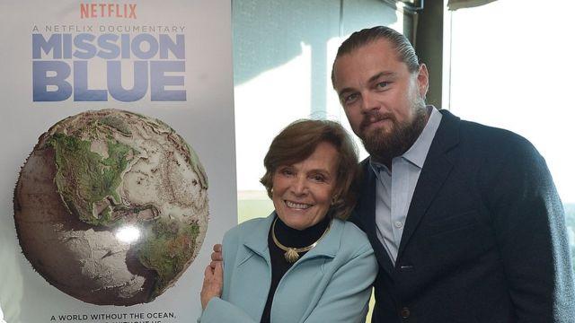 Sylvia Earle junto a Leonardo DiCaprio.