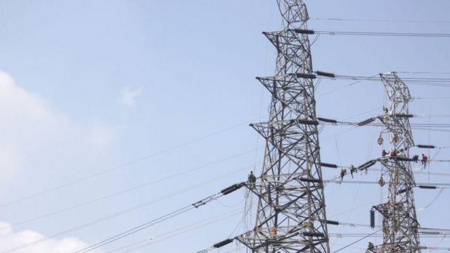 Pemasangan fasilitas proyek pembangkit listrik 35.000 megawatt di Jakarta