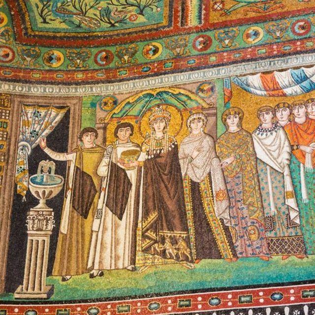 اٹلی کے ایک گرجا گھر میں ملکہ تھیوڈورا کے دربار کا تصوراتی خاکہ