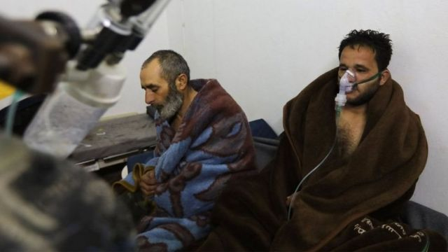 ชาวเมืองซาราเค็บหลายคนถูกนำตัวส่งโรงพยาบาลหลังมีปัญหาระบบทางเดินหายใจ