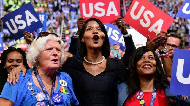 民主党の支持者は多様で、多くが都市部に住む。写真は今年7月の民主党大会最終日。