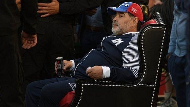 پارسال نیوولز اولد بویز، تیم سابق مارادونا یک روز قبل از تولد ۵۹ سالگی او، صندلی ویژهای را برای سرمربی خیمناسیا آماده کرد