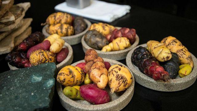Distintas variedades de patatas en Central de Lima.