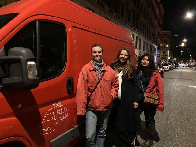 Voluntárias da Red Van Pauline Hoffman Schroder, Sine Plambech e Aphinya Jatuparisakul
