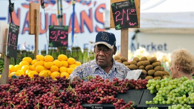 研究人員已經發現多食用蔬菜、水果、穀物、豆類、堅果、魚和橄欖油也和延緩衰老有一定關係。