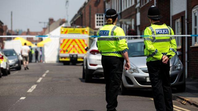 Полицейские возле места отравления в Эймсбери