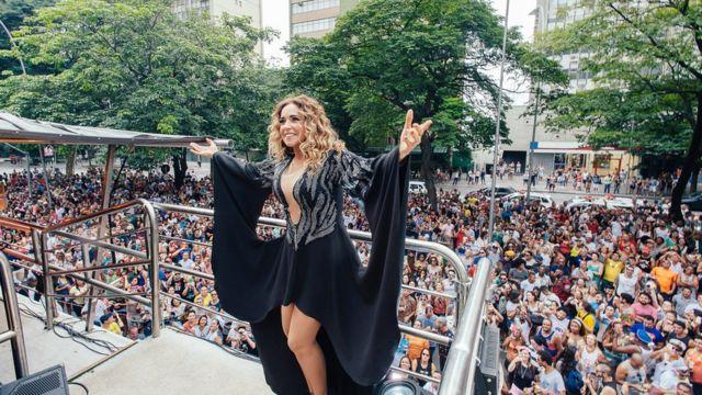 Daniela Mercury em trio elétrico no carnaval de 2016
