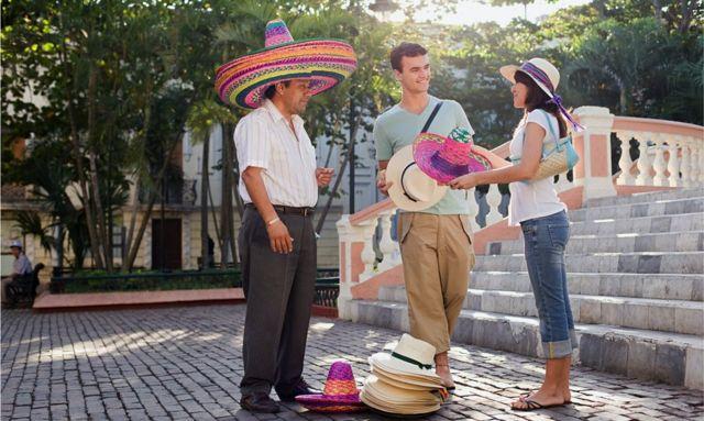 Extranjeros y mexicano
