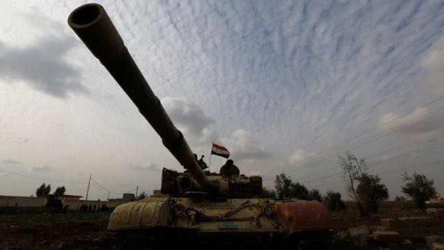 شن الجيش العراقي، بدعم من تحالف بقيادة المتحدة، عملية عسكرية موسعة لاستعادة الموصل في أكتوبر/تشرين الأول 2016.