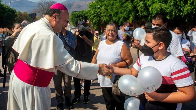 El nuncio apostólico Franco Coppola visitó Aguililla el pasado mes de abril.